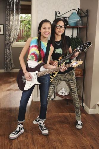 Watch Movie Bizaardvark - Season 3